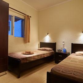 Schlafzimmer mit zwei Einzelbetten ( Kinder )