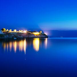Toronis Burg bei Nacht