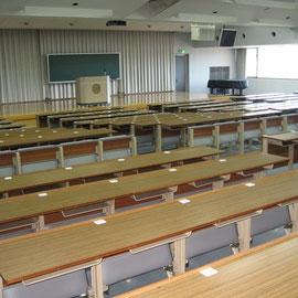 めぐみが入学試験や講義を受けていた教室です。