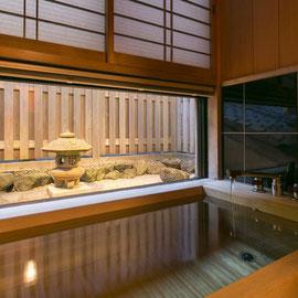 祇園の古代檜風呂夜