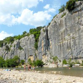 Baignade à Chaulet Plage dans les gorges du Chassezac