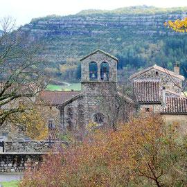 Chassagnes et son église, aux Vans en sud Ardèche