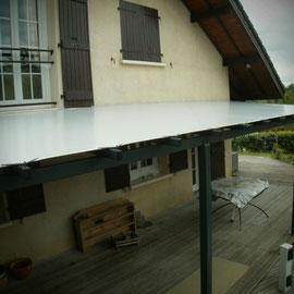 Ossatures métallique, conception et fabrication dans notre atelier, couverture en toile haute résistance et durabilité.