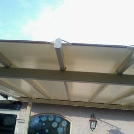 Tonnelle, pergola et toiture de terrasse pour aménager un coin d'ombre sur votre terrasse ou créer un espace fleuri avec des plantes.