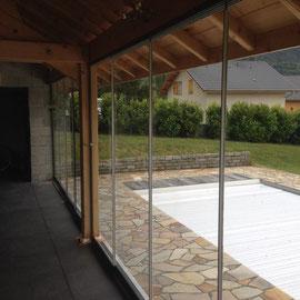 Les parois en verre de sécurité de 10mm pour garder la vue sur votre jardin