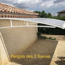 Le carport idéal pour protéger votre véhicule, sans poteaux, toiture en polycarbonate blanc diffusant et structure en aluminium garantie 10 ans.