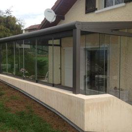 Une structure entièrement vitrée avec une armature en aluminium, sans entretien.