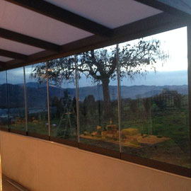 La lumière qui rentre dans le jardin d'hiver a travers les verres securit de 10mm coulissants