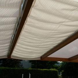Nos voiles d'ombrage vous procurent une bonne protection solaire et permettent d'abaisser la température dans votre pergola en été