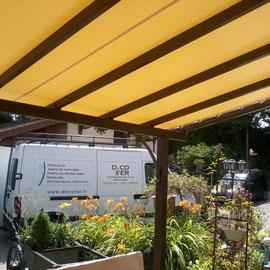 Laissez vous surprendre par une toiture en toile tendue. Originales et simples, les toiles s'invitent désormais dans votre jardin.