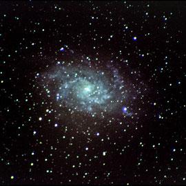 M33 - dans le triangle (13 poses de 65 s à 3200 iso- 4 darks- pas de flat - Lucy 19/07/2018 - Loïc - lunette achromatique 150/750 / HEQ5 motorisée non guidée/APN pentax K50  - traitement iris/lightroom)