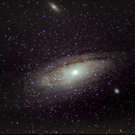 M31 - galaxie d'andromède (19 poses de 25 s à 3200 iso- 10 darks- pas de flat - Lucy 19/07/2018 - Loïc - lunette achromatique 150/750 / HEQ5 motorisée non guidée/APN pentax K50  - traitement iris/lightroom)