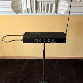 Etherwave colocado en un soporte de micrófono