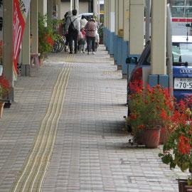 商店街を歩く
