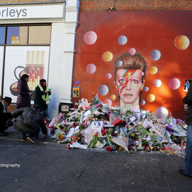 Tributes for  singer David Bowie who died of cancer. People have been laying flowers in Brixton (South London) where the singer grew up. 11/1/2016