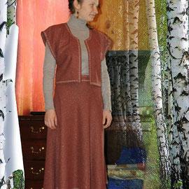Современный костюм с обережной строчкой