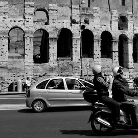 TRAFFIC RUND UMS COLOSSEUM