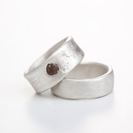 U.R.: Ring, silber, Rohdiamant