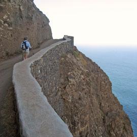 steiler Uferweg