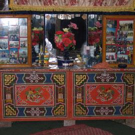 der Altar auf der Gegenseite des Eingangs