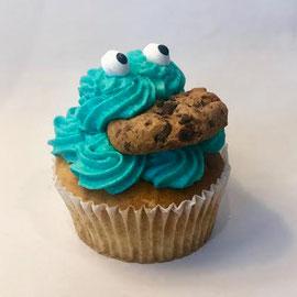 Cookie Monster - Schoko - oder Vanilleteig mit Smartieskern und Vanillecreme