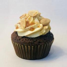 Peanutbutter Caramel - Schokoteig mit Karamellkern, Erdnussbuttercreme und Karamellsauce