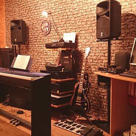 Ullis Studio Hamburg - Gitarrenunterricht und Klavierunterricht - auch für Kinder!