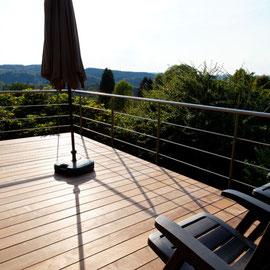 Keuken - zicht op de vallei en het tuin van aan het terras