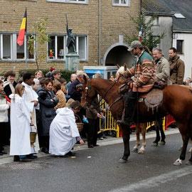 Fête de Saint-Hubert à Muno. Bénédiction des pains, chevaux, chiens, cavaliers, ...