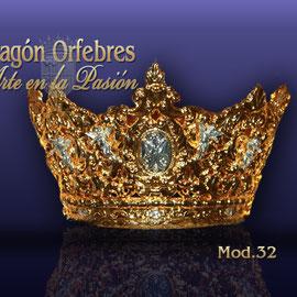 Corona Modelo 32, repujada, baño de oro o plata.