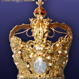 Corona modelo 71, repujada, baño de oro o plata.
