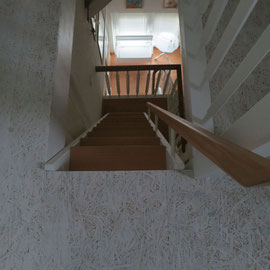 Kleine Raumspartreppe zum Dachboden.