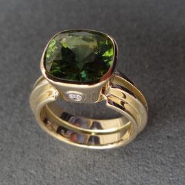 18 Karat Gelbgold mit grünem Turmalin und vier Diamanten, Sicht von oben