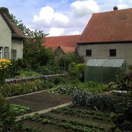 Schöner Blick in einen Bauerngarten