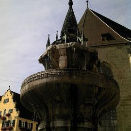 Der Brunnen am Markt in Nördlingen.