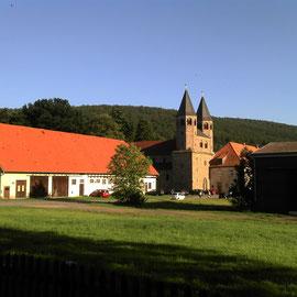 Romanisches Kloster an der Oberweser