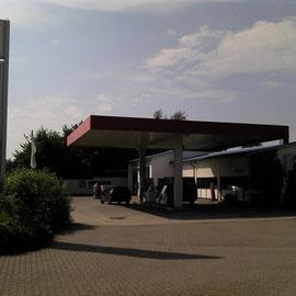 Tankstellen sind die Oasen der Radwanderer.