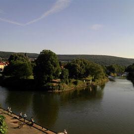 Blick zurück zum Weserstein. Rechst die Fulda, links die Werra
