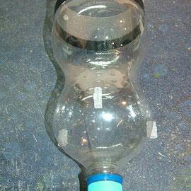 Plastikflasche mit Abstandshalter 02