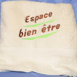 serviette de bain brodée