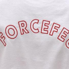 tee shirt avec logo brodé