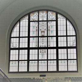 Stadtbad Viersen: ...auch die Hallenster sind einen Blick wert