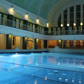 Holthusenbad Hamburg: Hier gibt's auch das Wellenbad in der Geschichte