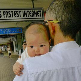 パパに抱っこされても嬉しいの。