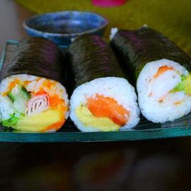 煌めくお寿司ローーーーール。うまいんだこのお寿司が。お米もネタもうまいんだー。