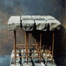 """Zitterhocker"" - Basalt/Stahl"