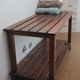 banco de madera tintado en nogal
