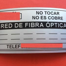 Etiqueta de seguridad en poliester metalizado VOID de 5x10 cm.