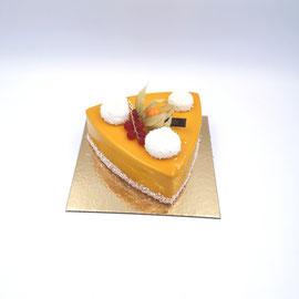 Exotique : crémeux mangue-passion, ananas, mousse chocolat lait, biscuit croustillant