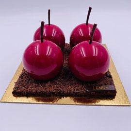 Forêt Noire : ganache chocolat, chantilly, cerise griottine alcoolisée